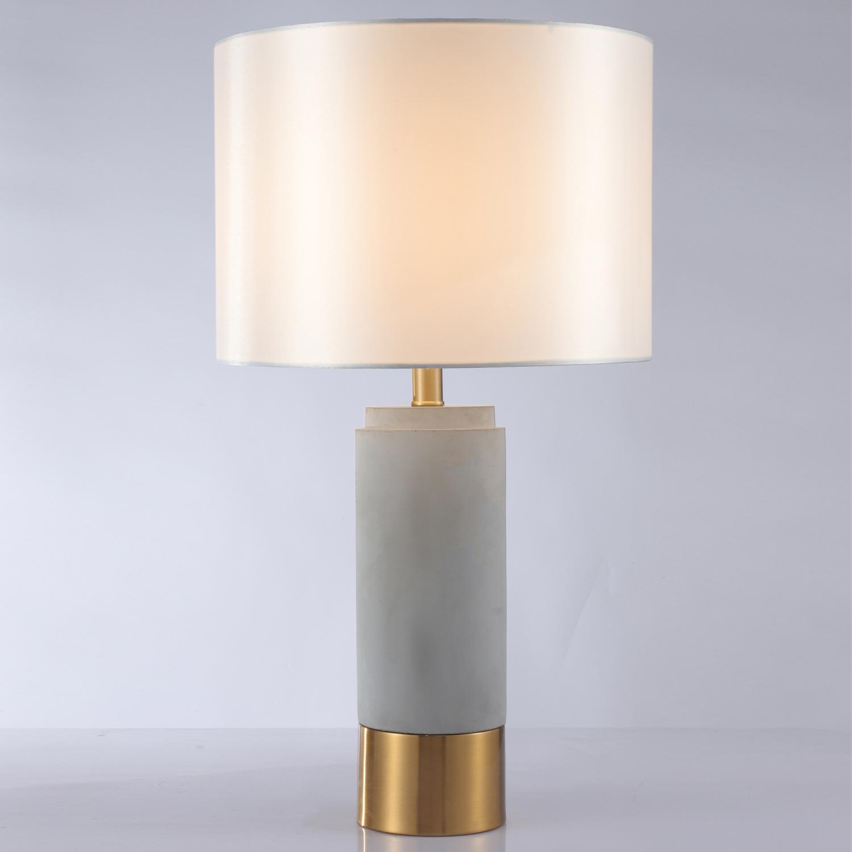 Zippy Tischlampe aus grauem Beton und goldenem Metall