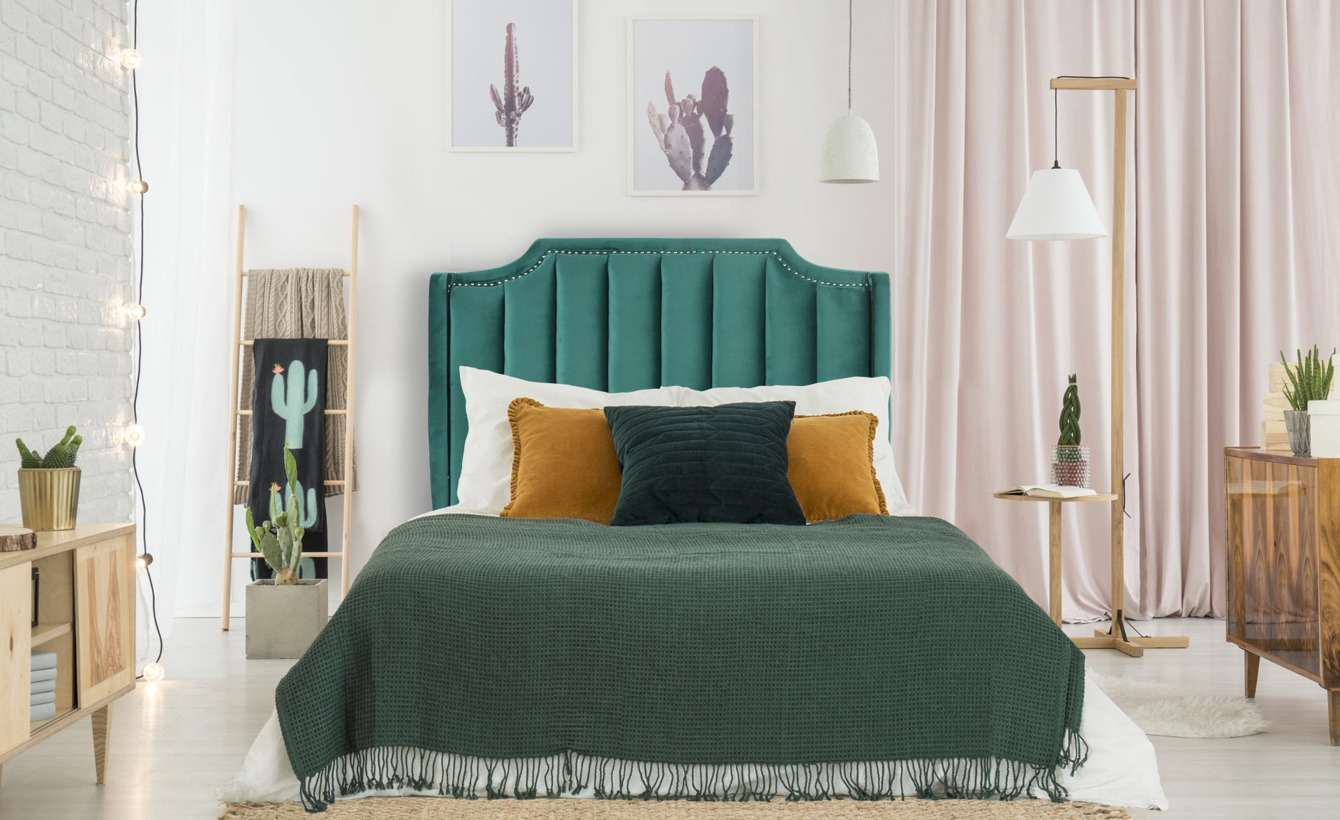 Dhora Kopfteil Bett 140cm, Samtbezug Grün