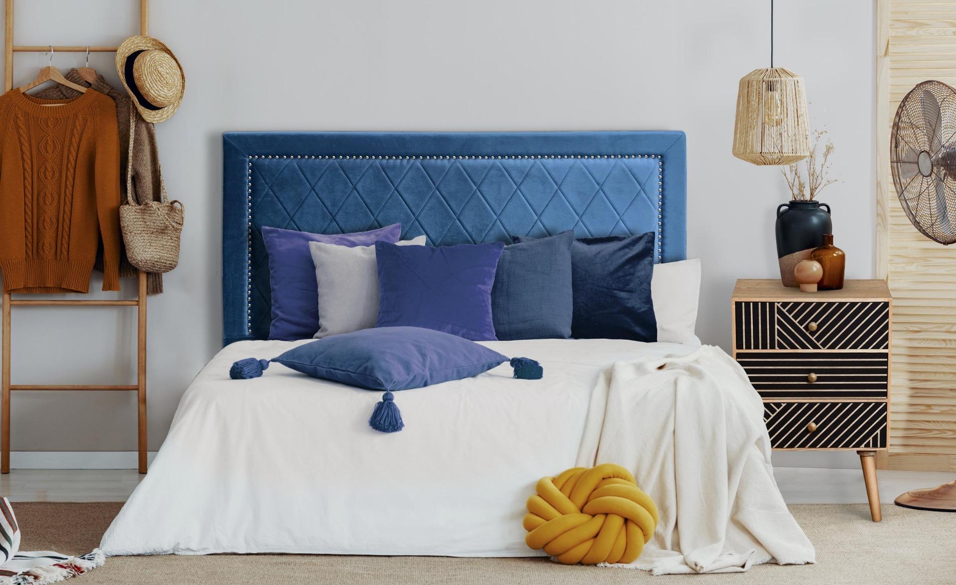 Meghan Kopfteil Bett 140cm mit Samtbezug Blau