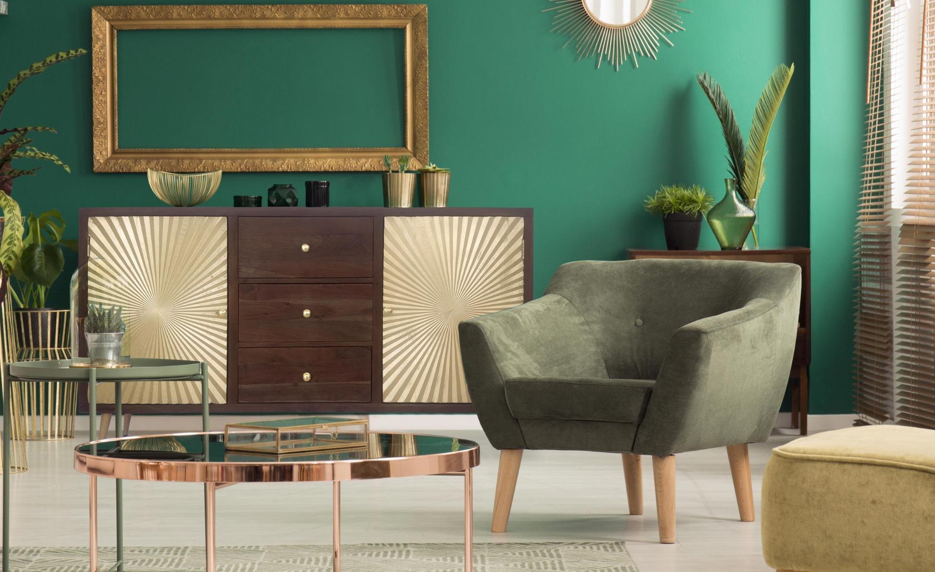 Solaris Sideboard aus Holz mit 2 goldenen Türen und 3 Schubladen